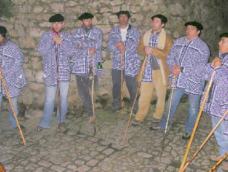 Los Marceros recorrieron el municipio de Santillana del Mar para cantarle a la primavera