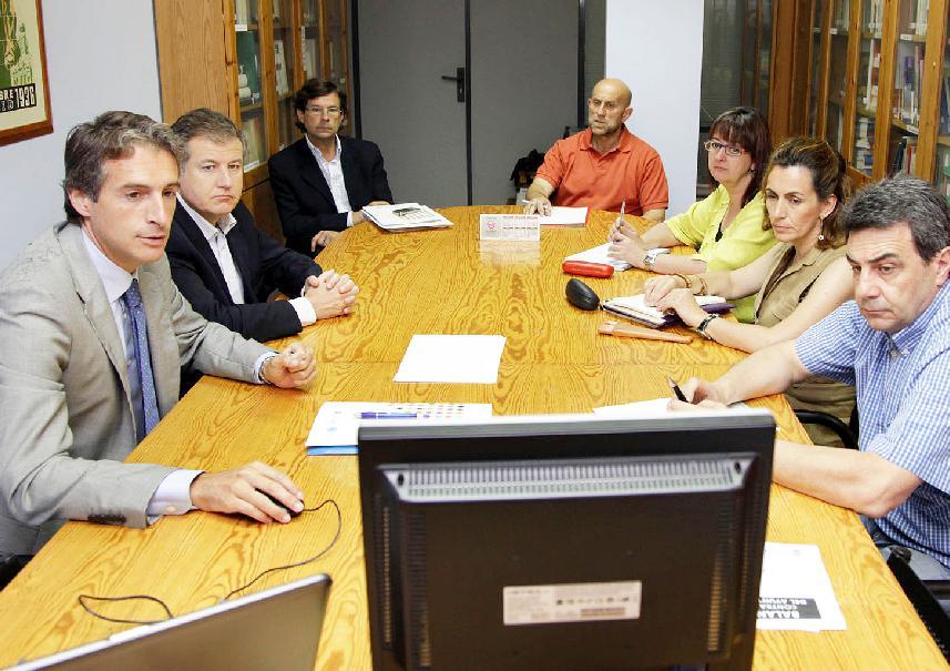 El alcalde presenta a UGT las medidas del Ayuntamiento de Santander contra la crisis