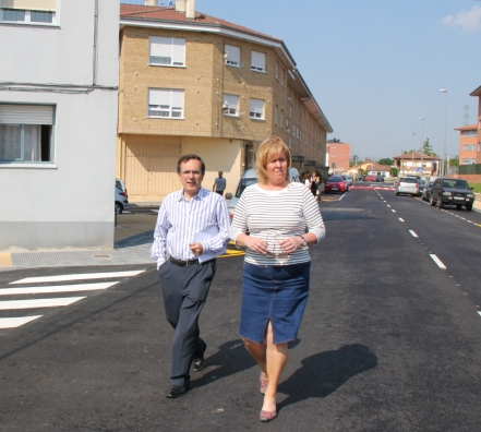 La alcaldesa de Torrelavega, Blanca Rosa Gómez Morante, visita las obras