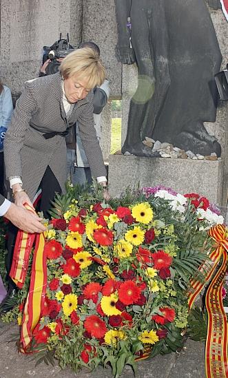 De la Vega participó en la conmemoración del 65 Aniversario de la liberación del Campo de Concentración nazi de Mauthausen