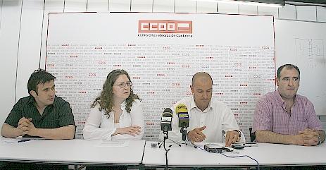 En la fotografía, Esteban Ferrer, Laura Lombilla (CC OO), Raúl Liaño (CC OO) y Juan Carlos Revuelta