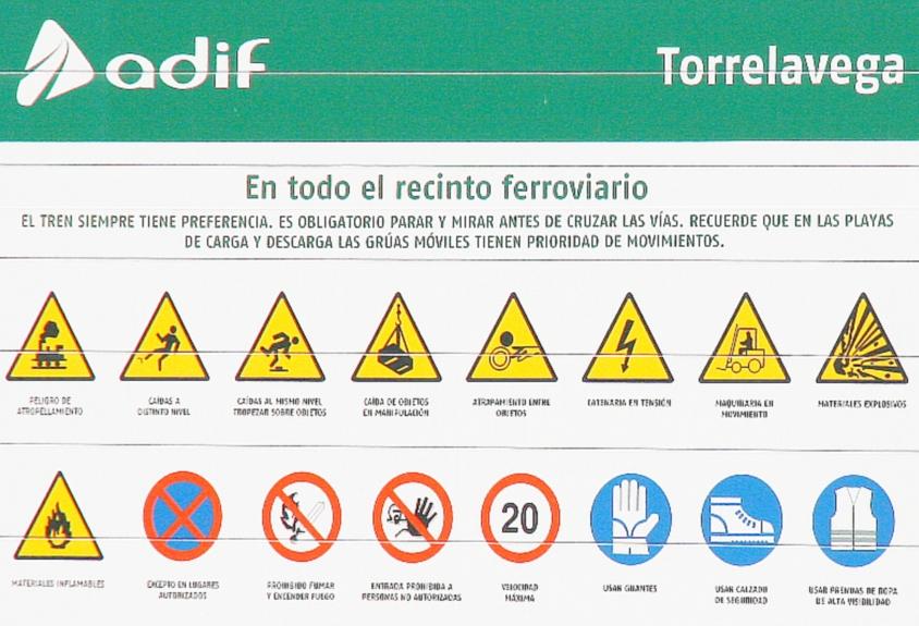 """Carteles advierten de """"materiales explosivos"""" y """"materiales inflamables"""""""