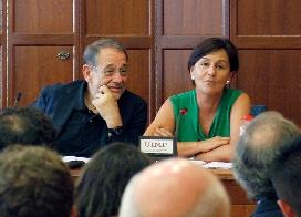 Varias imágenes del acto de clausura del seminario al que ha asistido Gorostiaga, acompañada de Javier Solana y Nicolás Sartorius (Foto: Ignacio Romero)