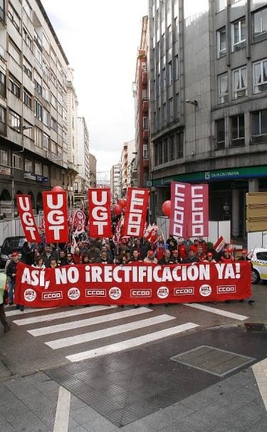 Los sindicatos exigen a Zapatero 'que meta mano en el bolsillo de los que más tienen'