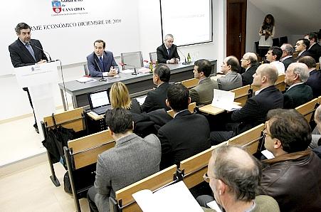 """Agudo afirma que el mercado de trabajo """"está empezando a reaccionar""""/Foto: Lara Revilla (Gobierno de Cantabria)"""