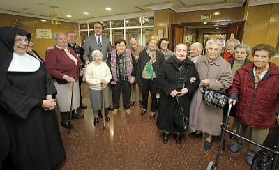 """El alcalde visitó la residencia para la tercera edad """"Santa Lucía"""""""