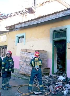 Se incendia una nave en Santoña