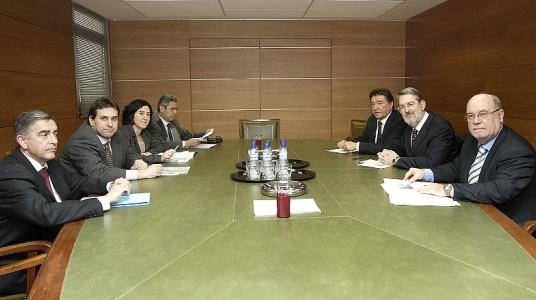 Adif anuncia que finalizará la renovación de la catenaria entre Mataporquera y Reinosa en los próximos meses