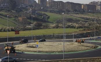 Abierta al tráfico la nueva rotonda en la Avenida de la Constitución