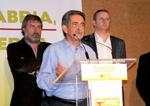 """""""No quiero imaginarme una Cantabria presidida por un señor que llegó a pisarme el puro"""", afirma Revilla"""