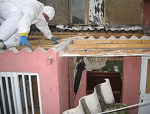 Derribada una edificación ilegal en Vista Alegre