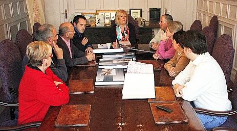 Gómez Morante informa del soterramiento a los agentes sociales de la ciudad