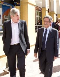 Revilla teme que el PP gane y pueda 'cargarse los proyectos que son el futuro de Cantabria'