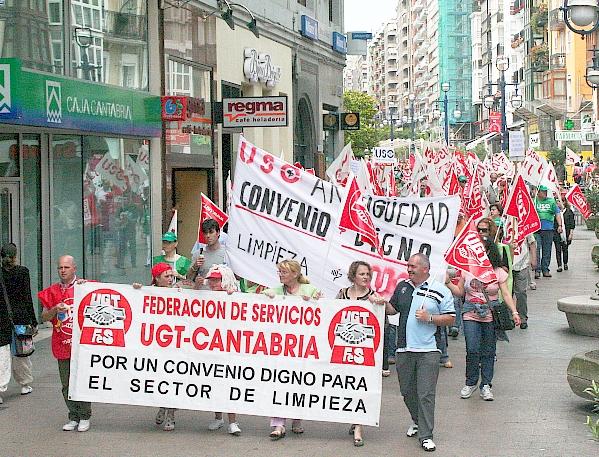 Varios centenares de trabajadores del sector limpieza se manifiestan por Santander