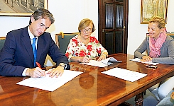 Firma del acuerdo con Ampros