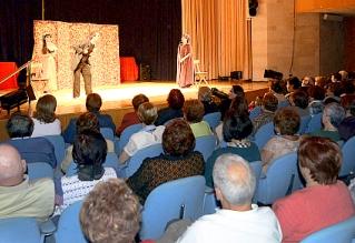 'Mujer plus' clausura la temporada de invierno con teatro