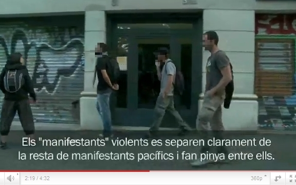El movimiento 15-M difunde un confuso vídeo para intentar acusar a los Mossos d´Esquadra de provocar los altercados