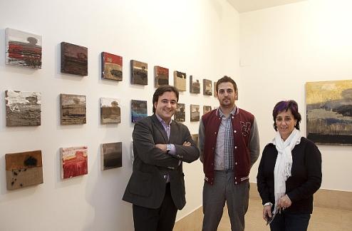 La Vidriera muestra la investigación pictórica de Víctor Alba sobre como crear un paisaje con los materiales que lo destruyen