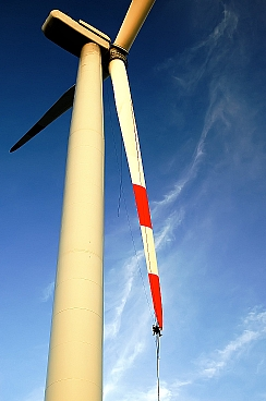 Los ecologistas denuncian que el gobierno elimina las ayudas a las energias limpias / Foto: Photoxpress