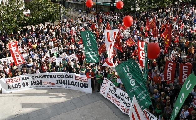 Los sindicatos llaman a la movilización social contra la reforma del 'despido único'