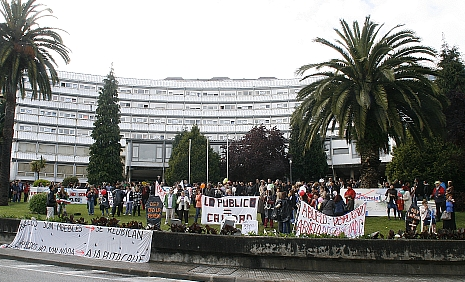 Más de doscientas personas se concentraron el domingo contra el cierre de La Pereda