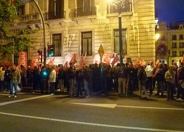 Medio millar de personas secunda la concentración nocturna de ambos sindicatos en Santander