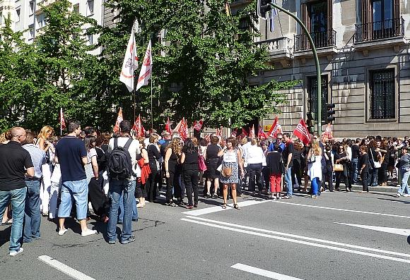 Cientos de empleados públicos de Cantabria se manifiestan contra los nuevos recortes del Gobierno