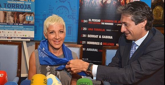 El alcalde presenta el concierto solidario de Ana Torroja dentro de la Semana Grande