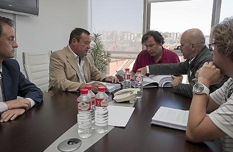 Cruz Roja presenta al Gobierno de Cantabria un proyecto para instalar una base de salvamento marítimo en el nuevo puerto de Laredo
