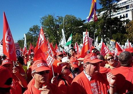 Miles de personas reclaman a Rajoy un referéndum sobre los recortes