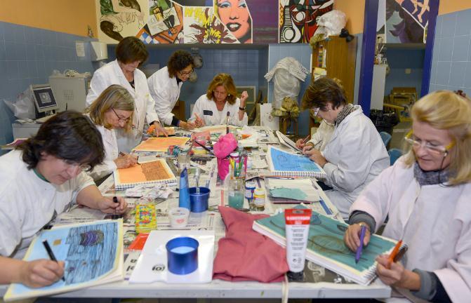 200 personas participan en los talleres de expresión artística