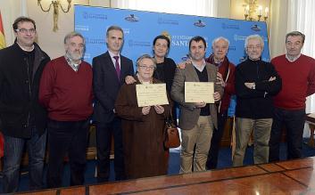 Obra San Martín y a las Operarias Misioneras reciben el cheque de la Gala de Reyes