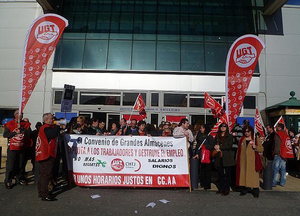 UGT amenaza con huelga general en las grandes superficies por el nuevo convenio colectivo