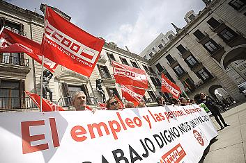 """Los sindicatos de Liberbank se concentran en protesta por el ERTE que consideran """"desproporcionado"""""""