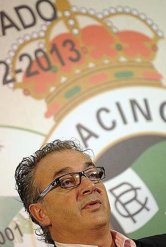 En la imagen Ángel Lavín alias 'Harry', que dice ser presidente del Racing de Santander / Foto: Pedro Puente