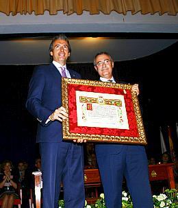 El Racing recibe la Medalla de Oro de Santander en un emotivo acto