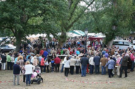 Cientos de personas visitaron la Feria Alimentaria de Valderredible en su sexta edición