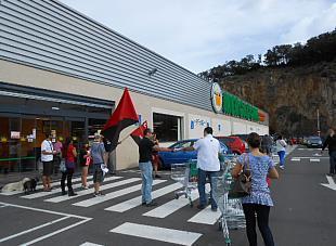 La CNT se concentró frente al Mercadona de Laredo