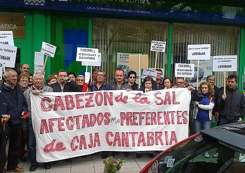 Afectados por preferentes de Caja Cantabria / Liberbank
