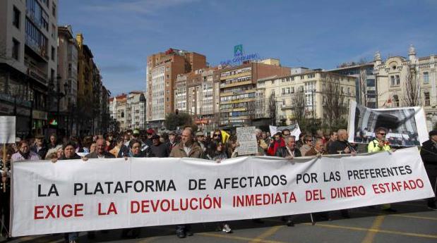 Afectados por preferentes tienen buenas vibraciones con el nuevo fiscal de Cantabria