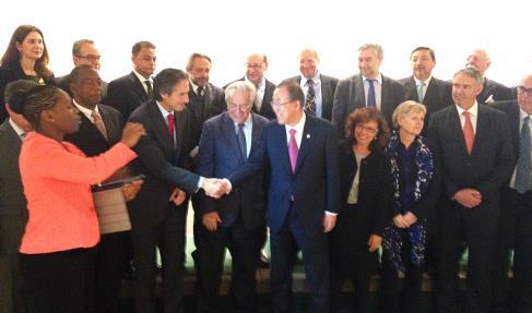 El alcalde saluda al secretario general de Naciones Unidas, Ban Ki-moon