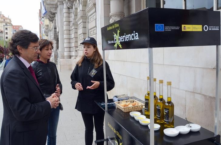 El aceite de oliva se promociona en Santander