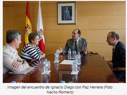 Ignacio Diego recibe a Paz Herrera, la cántabra ganadora del concurso televisivo 'Pasapalabra'