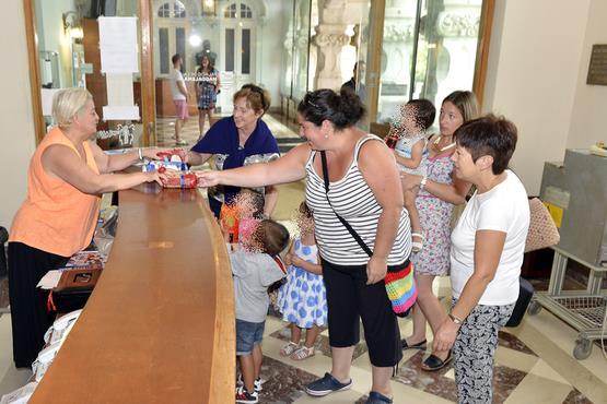 El ayuntamiento recauda cerca de 200 kilos de alimentos - Cocina economica santander ...