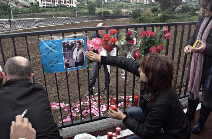 Abierto al tráfico el vial de la S-20, con Amparo Pérez en el recuerdo