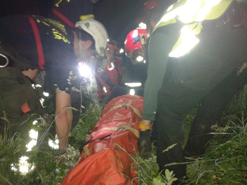Rescatado un pescador caído al río Nansa