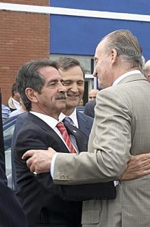 Miguel Ángel Revilla y Juan Carlos I en una imagen de archivo