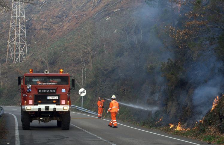 Cantabria tiene 82 incendios activos y se sospecha que la mayoría son provocados /Fotos: CANTABRIA DIARIO