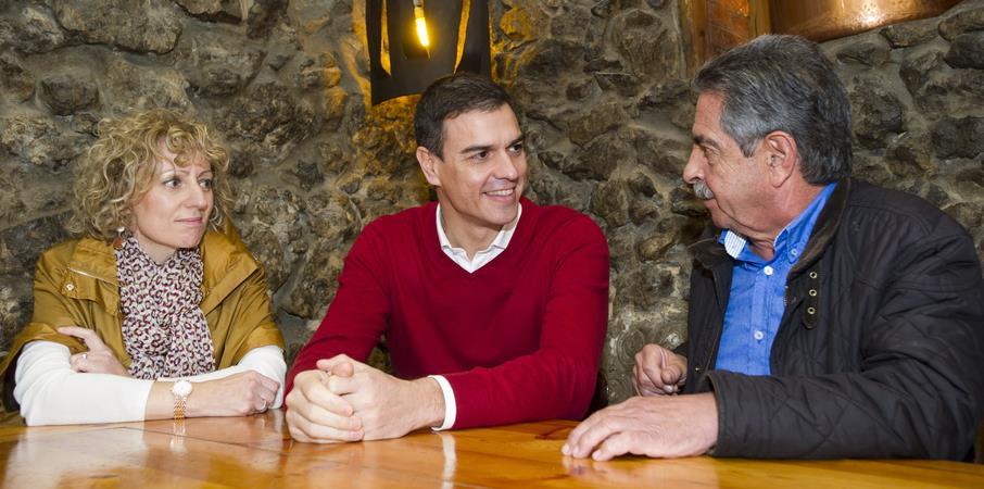 Rosa Eva Díaz Tezanos, Pedro Sánchez y Miguel Ángel Revilla / Foto: PSOE