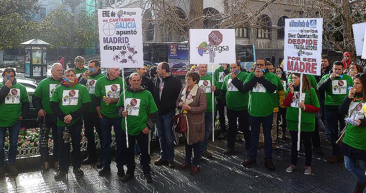 En la imagen de archivo, concentración de trabajadores de TRAGSA ante Delegación del Gobierno el día 15 de enero
